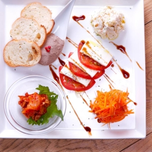前菜、パスタなど、イタリアンメニューも豊富!イタリアンの調理経験がある方は優遇します!