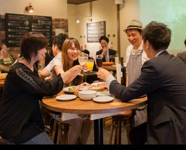 京都・烏丸駅からスグ!泡ワインとイタリアンが楽しめるお店です
