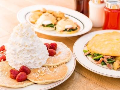 大人気のパンケーキをはじめ、エッグスベネディクトやロコモコ、オムレツなども充実