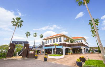 海と空、ガーデンが広がるスタイリッシュな海辺のリゾートウエディング『THE VILLAS 長崎』