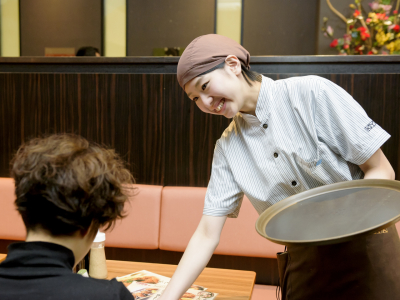 「あべのキューズモール店」の山下さんは、入社5年でトレーナー(指導役)にまで順調にキャリアアップ!