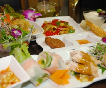 現在は、生産者から直接仕入れている有機野菜を使った多国籍料理を提供しています。