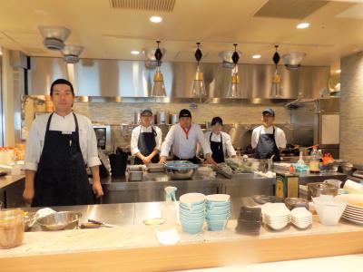 20~30代の料理人たちが毎日腕をふるっています。