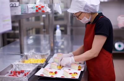 利用者さまを「食」から支える、社会貢献度の⾼いお仕事です。