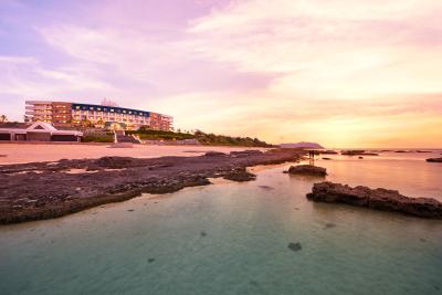 """琉球列島で最も美しいと言わる""""久米島""""。ダイビングにパワースポット巡りなど、充実の休日が過ごせます"""