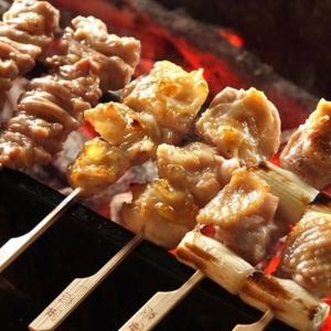 みつせ鶏の美味しさをシンプルに味わえる焼き鳥ほか、名物料理の数々を。