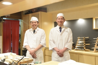 お昼はお寿司のコース、夜は和食のコースとアラカルトをメインに提供しています。