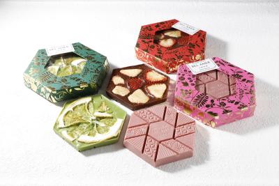 厳選した国産素材をチョコレートに合わせた、オリジナルデザインの板チョコレート