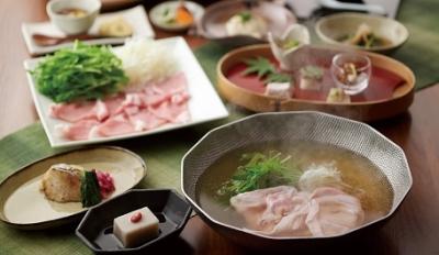 福岡県糟屋郡と、福岡市博多区の和食レストランで、ホールスタッフを募集。