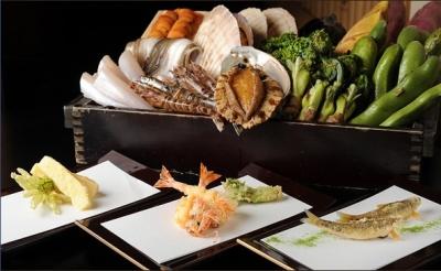 当店では、新鮮で良質な旬の素材を用いた京風天ぷらを提供しています。