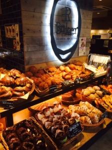 オールスクラッチ製法や素材にこだわったパンを提供する「R Baker(アールベイカー)北千住店」