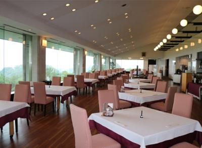 月給20万円~◆神奈川県内で展開しているゴルフクラブレストランでキッチンスタッフ同時募集◎