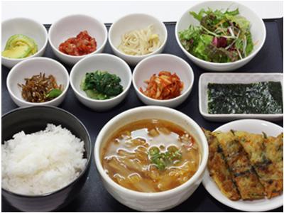 和定食、韓国料理、そば・うどん、カレーなど幅広い調理にたずさわれます