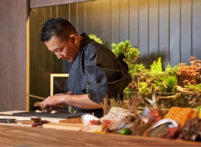 ミシュランガイドで星を持つ日本の名店から、カジュアルなオリジナルブランドまで海外展開している当社。