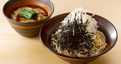 のど越しと香りにこだわった蕎麦はもちろん、四季折々の旬の食材を用いた趣向を凝らした料理も充実。