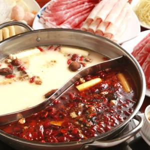 白湯(パイタン)と麻辣(マーラー)、どちらのスープも絶品です!
