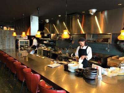オープンキッチンで「魅せる料理」に挑戦しませんか。