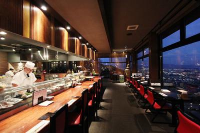 広島市内の景色を見渡せる落ち着いた店内で、本格日本料理をご提供しています
