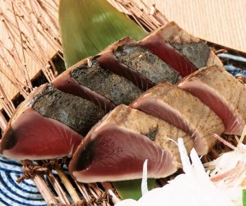高知県の高知家の魚取扱店に加盟しているので、鮮度の良いカツオをご提供!お店の看板メニューです☆