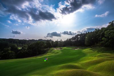 1972年に誕生した、神戸の伝統と格式あるゴルフ場です。