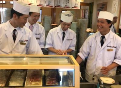 当店自慢のベテラン寿司職人と協力し、お客様をおもてなししましょう!