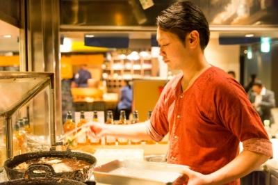 「天ぷら酒場 nakasho」では、鮮度のよい食材を使った揚げたての天ぷらを提供