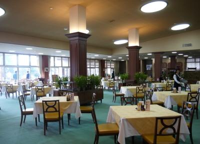 ゴルフクラブ内のレストランで、ホール業務全般をお任せします。