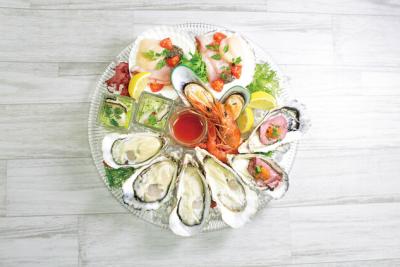 日本を代表するオイスターバーチェーンが運営するオイスターダイニングで料理長候補としてご活躍を。