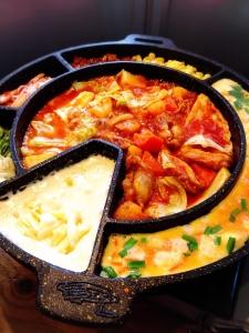 こだわりの食材を使用した韓国料理を提供。内外装は、本場の韓国屋台の雰囲気を再現しています。