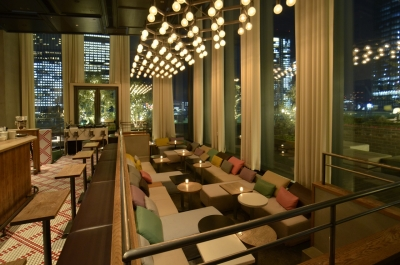 開放的な窓から東京の夜景が楽しめる『HENRY GOOD SEVEN(ヘンリーグットセブン)』