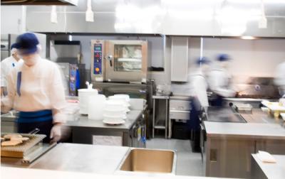 「おいしい料理は愛情と工夫から」をテーマに、給食提供などを行う企業です。
