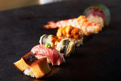 京都の中心にある外資系ホテル内の日本料理レストラン。鮨職人としてご活躍ください。