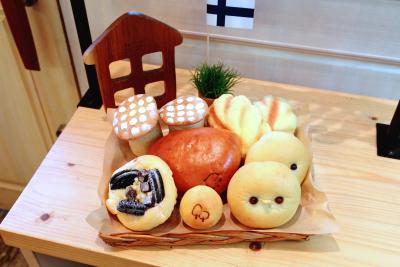 *直営店と卸用のパンを製造しています