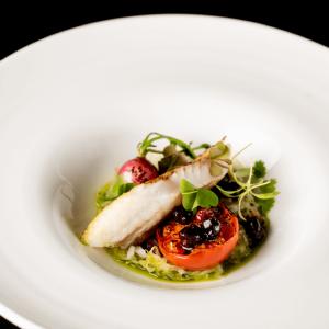 生産者と直のつながりを大切に食材から選び抜き、四季の味わいを表現しています