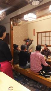 貸し切りの宴会で、お客様と一緒に盛り上がる事も(*'ω'*)楽しい雰囲気の中でアルバイトできますよ♪
