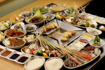 JR京都桂川駅直結のショッピングモール内にある、バイキング形式の串揚げレストランからスタッフ募集です