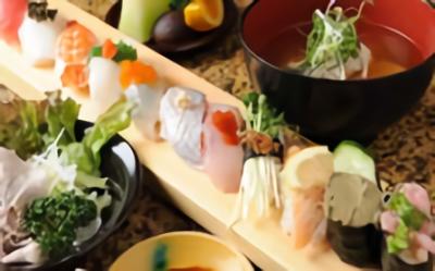 『回転寿司 鮮』では、毎朝金沢から直送される数々の旬のお魚を活かしたお寿司を楽しんでもらっています☆