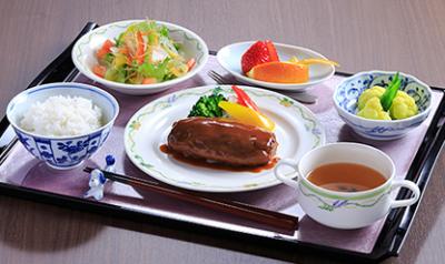 色彩やバラエティーなどにも配慮した食事を提供していきます。
