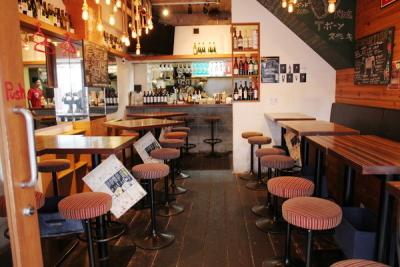 幅広い層から大人気!ワイン&イタリアン肉バルで、将来の店長をめざしご活躍ください。
