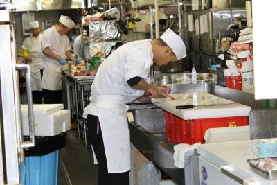 ホテルレストラン和食調理スタッフ募集!要調理師免許。バイキングレストラン等での経験ある方、歓迎!通勤も住み込みもどちらも歓迎します!