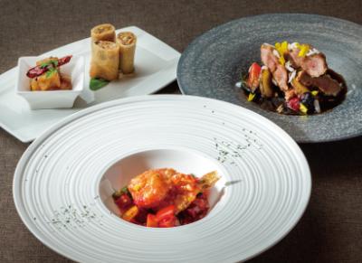 シックで落ち着いた雰囲気の中、選りすぐりのお料理と真心のおもてなしを提供しています。