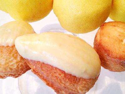 お土産に喜ばれる、厳選素材を使ったレモンケーキが人気のパティスリー。販売スタッフとしてご活躍を!