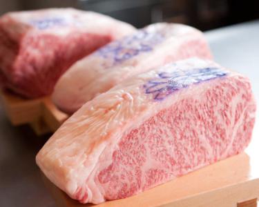 精肉店の直営ならでは。特選神戸牛や、最上級但馬牛をご提供