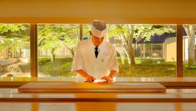 ホテル内寿司レストランで寿司・和食の調理をお任せします。