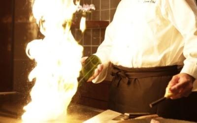 川崎駅近く♪高級感あふれる鉄板焼専門店でキッチンスタッフとしてご活躍を!