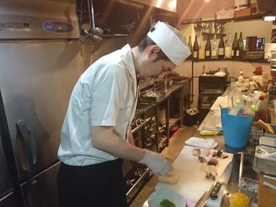 実力よし・人柄よしの若き料理長が、一人前の和食料理人へ育て上げます!