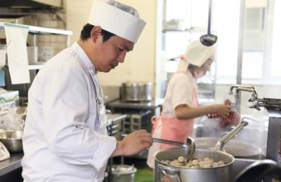 調理師免許を活かせる、給食サービス会社での調理スタッフの募集!