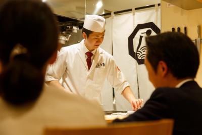 創業50年以上の老舗「河太郎」はじめ、割烹炉端、寿司割烹にて、店舗スタッフを募集します。