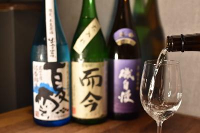 プレミアム地酒を含む20種類以上の日本酒を提供。ご提供しながら日本酒のプロになりましょう。
