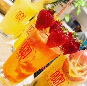 新鮮なフルーツを使った、カラフルで美味しいお酒が人気!